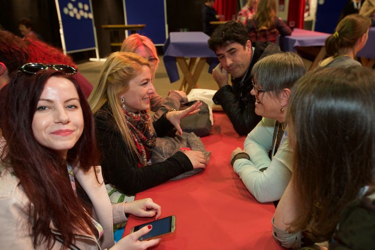 Teilnehmer im Gespräch