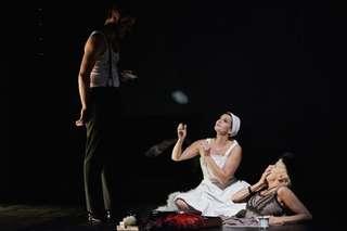 Martin Gerke (Paul), Josephine Renelt (Tilla 1) und Maria Husmann (Tilla 2)