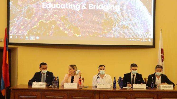 """Podiumsdiskussion auf der Konferenz """"Educating&Bridging"""""""