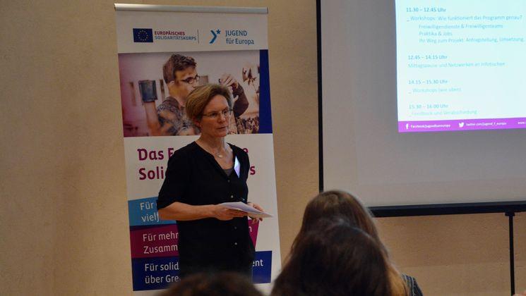 Heike Zimmermann referiert über die Möglichkeiten des Europäischen Solidaritätskorps