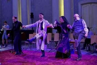 Stefan Kurt (Der Teufel), Michael Rotschopf (Der Soldat), Laura Fernández (Die Prinzessin), Jürgen Flimm (Vorleser)