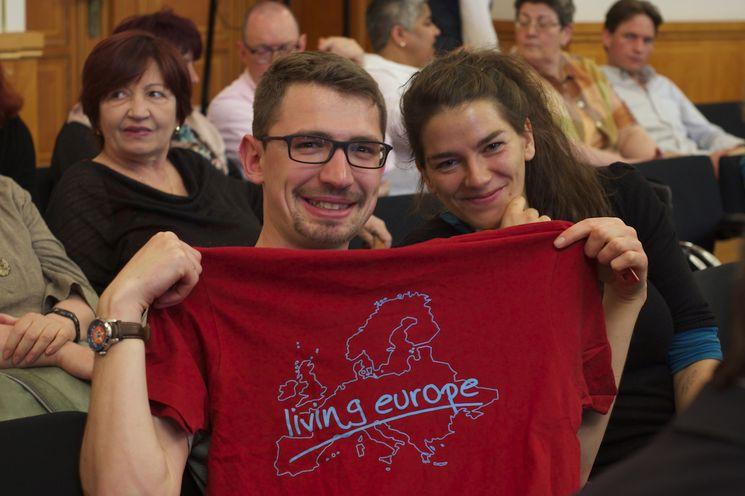 EuroPeers werben mit T-Shirt