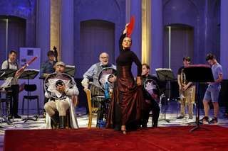 Michael Rotschopf (Der Soldat), Jürgen Flimm (Vorleser), Laura Fernández (Die Prinzessin), Stefan Kurt (Der Teufel)