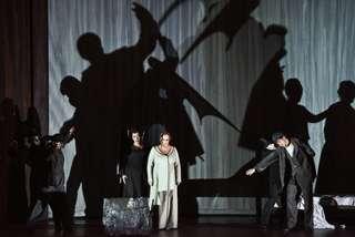 Alfredo Daza (Der Einäugige), Michaela Schuster (Die Amme), Iréne Theorin (Baraks Frau) und Grigory Shkarupa (Der Einarmige)