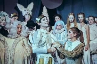 Daniel Arnaldos (Prinz) und Ensemble des Kinderopernhauses Unter den Linden