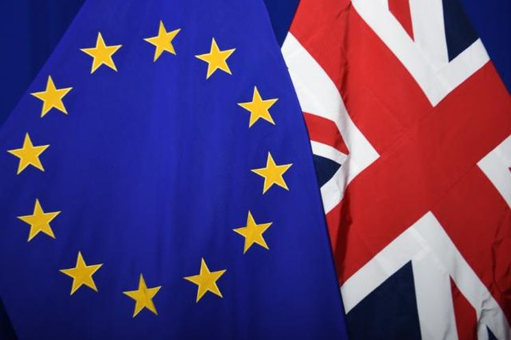 Flagge Großbritanniens und der EU