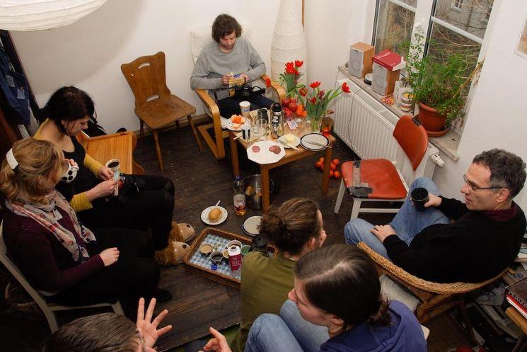 Diskussionen in einem Leipziger Wohnzimmer