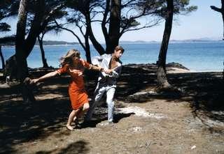 1965 drehte Jean-Luc Godard den Film »Pierrot le fou« mit Jean-Paul Belmondo und Anna Karina. Vincent Huguet diente er als Inspirationsquelle für seine Inszenierung von Così fan tutte